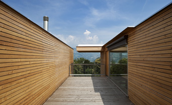 H user und verkleidungen aus holz for Tipi di rivestimenti esterni in legno